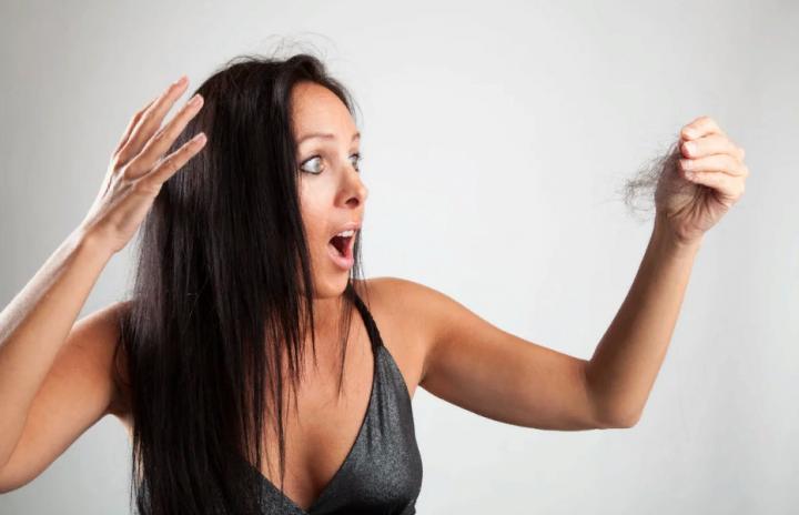Выпадение волос у женщин - причины выпадения, лечение и народные средства для укрепления волос