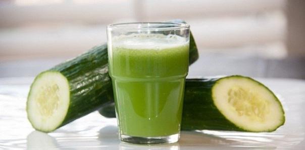 Свежий сок огурца, картофеля и петрушки способны подтянуть кожу и улучшить ее состояния