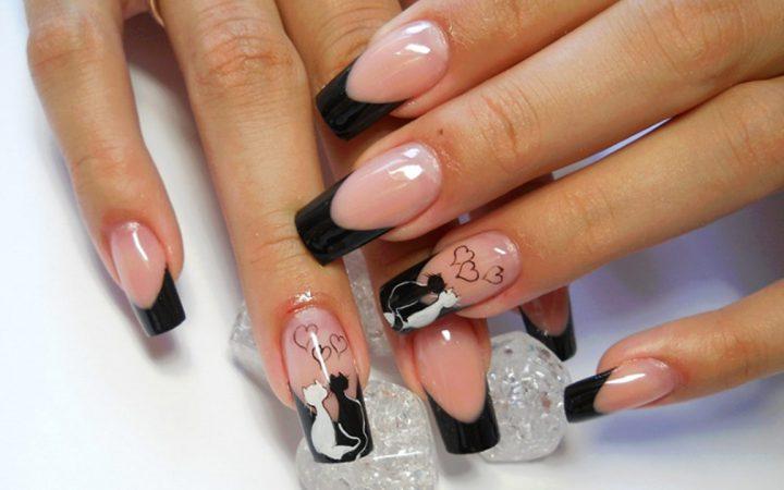 Черный френч с рисунком кошки на длинных ногтях.