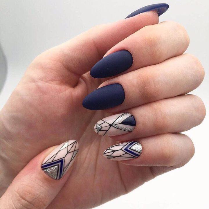 Стильная геометрия на красивых ногтях миндальной формы.