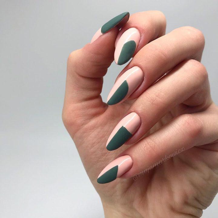 Бежевые ногти и рисунок цвета хаки геометрия.
