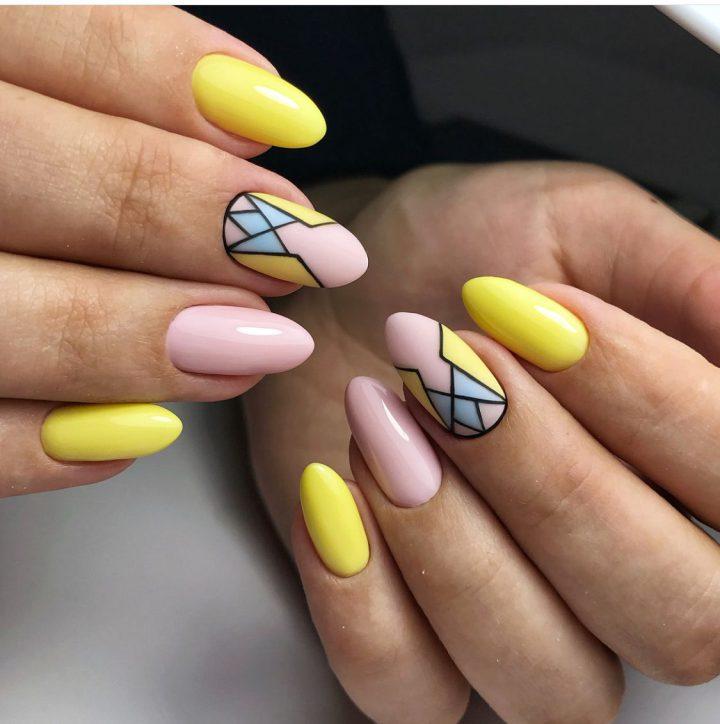 Желтый лимонный цвет красивый матовый геометрический рисунок.