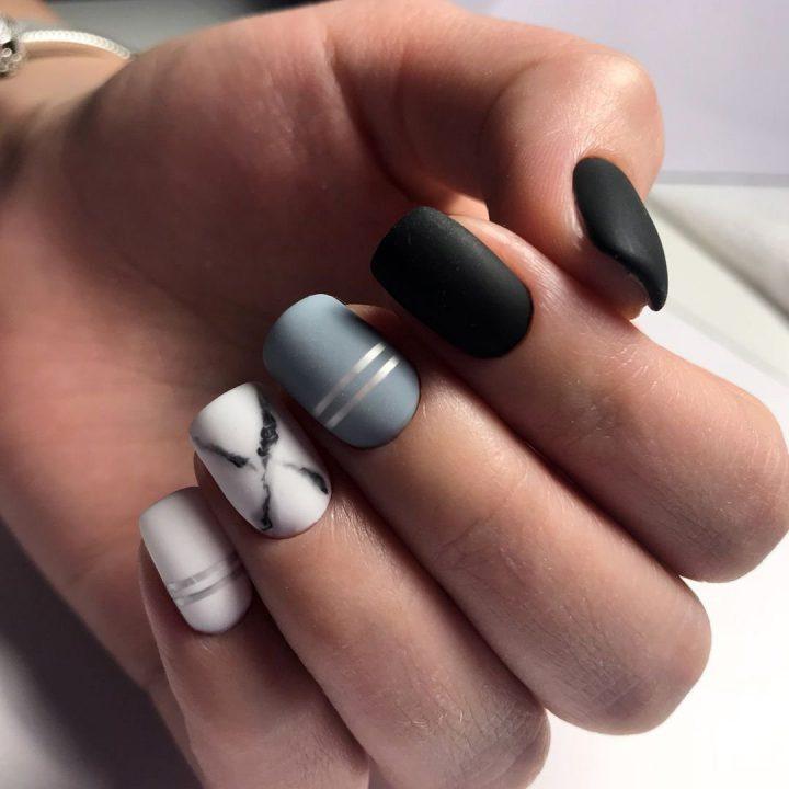 Матовое пакрытие на короткие ногти. Черные, серые тона в маникюре. Мраморный маникюр на квадратных коротких ногтях.