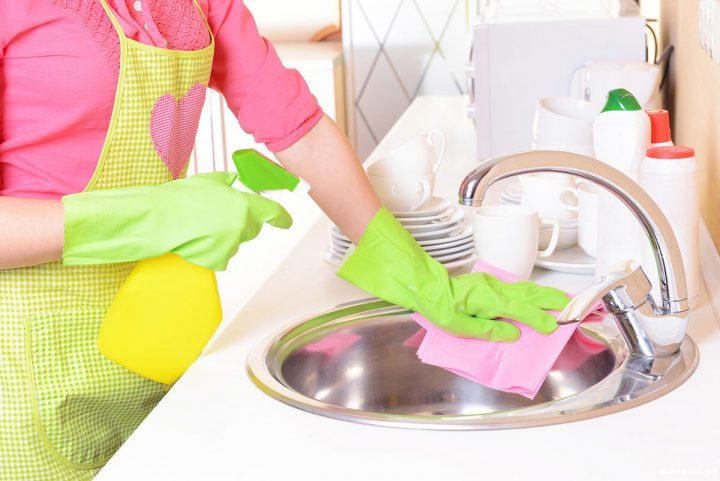 Любые химические вещества и препараты оказывают негативное влияние на состояние кожи рук