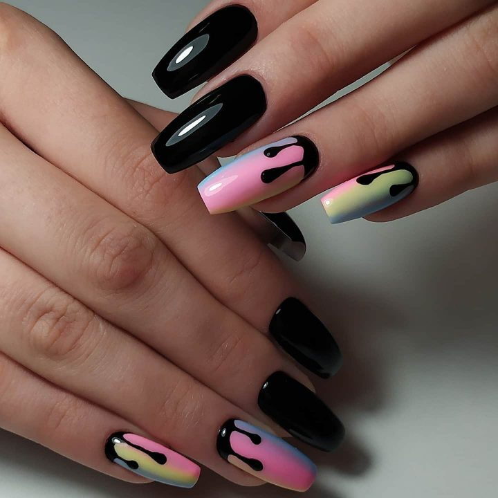 Современный яркий необычный маникюр, черный гель лак, капли, градиент цветной.