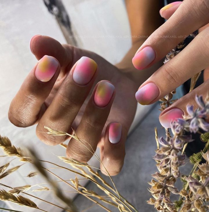 Градиент на ногтях гель лаком на короткие ногти.